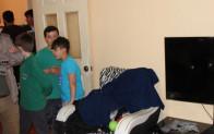 Sokak çatışmasında çıkan kurşunlar evdeki televizyona isabet etti